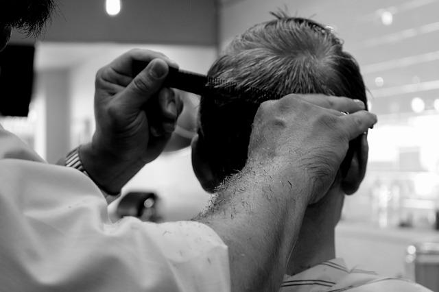 男性のヘアカット